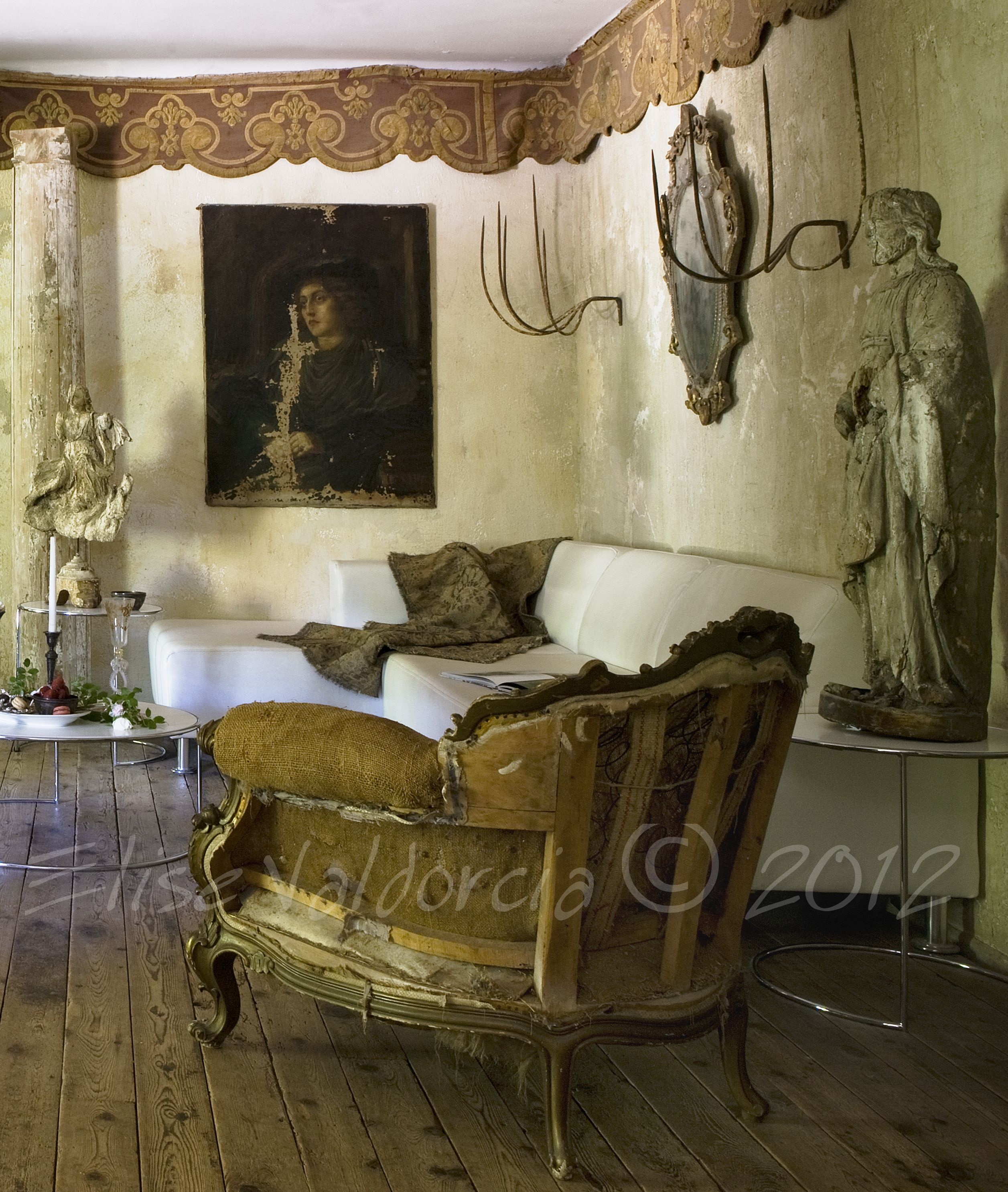 a mix of shabby and chic......The Art of Elise Valdorcia ©2012