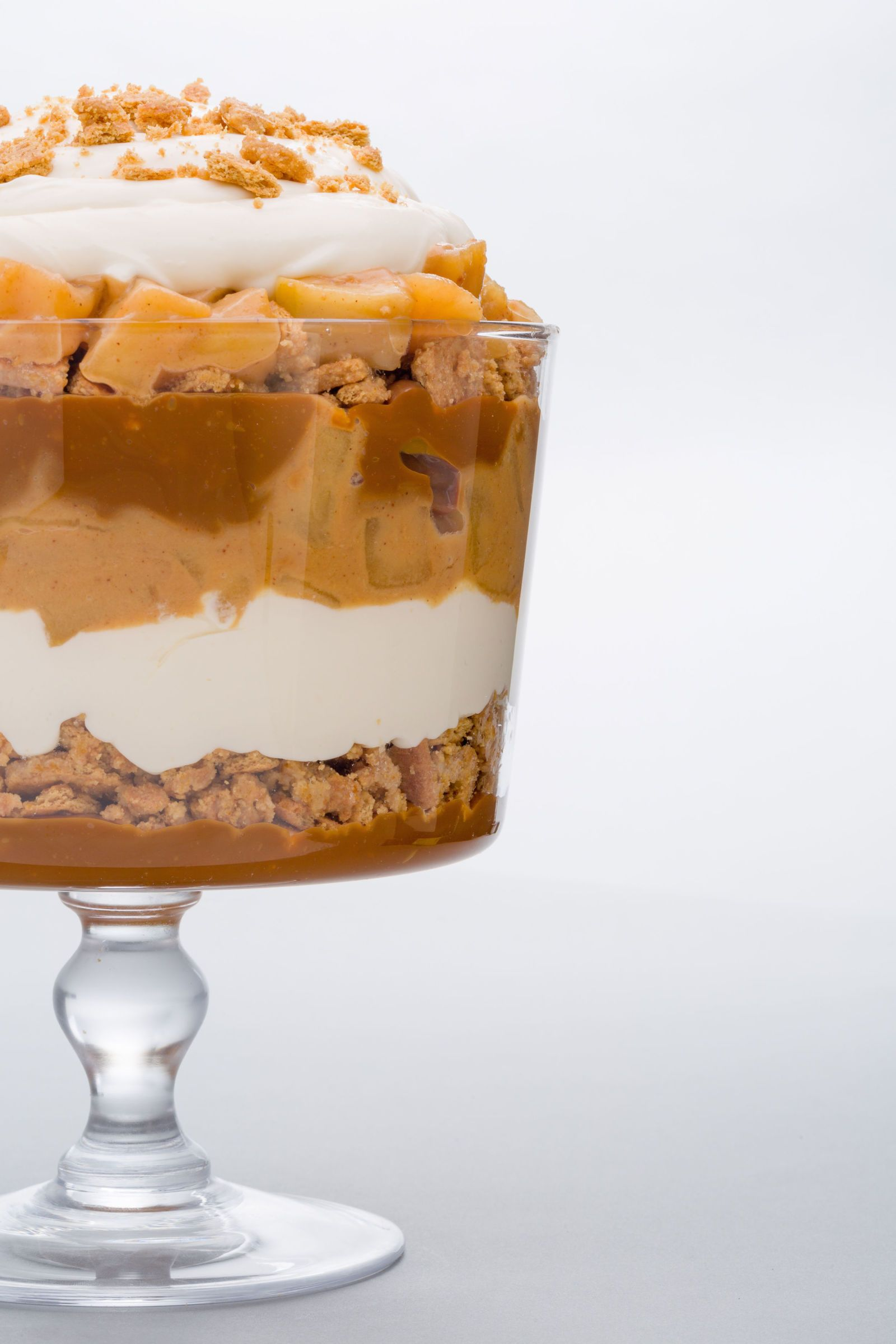 This Gingerbread Trifle Is E-V-E-R-Y-T-H-I-N-G Your Holiday Table Needs