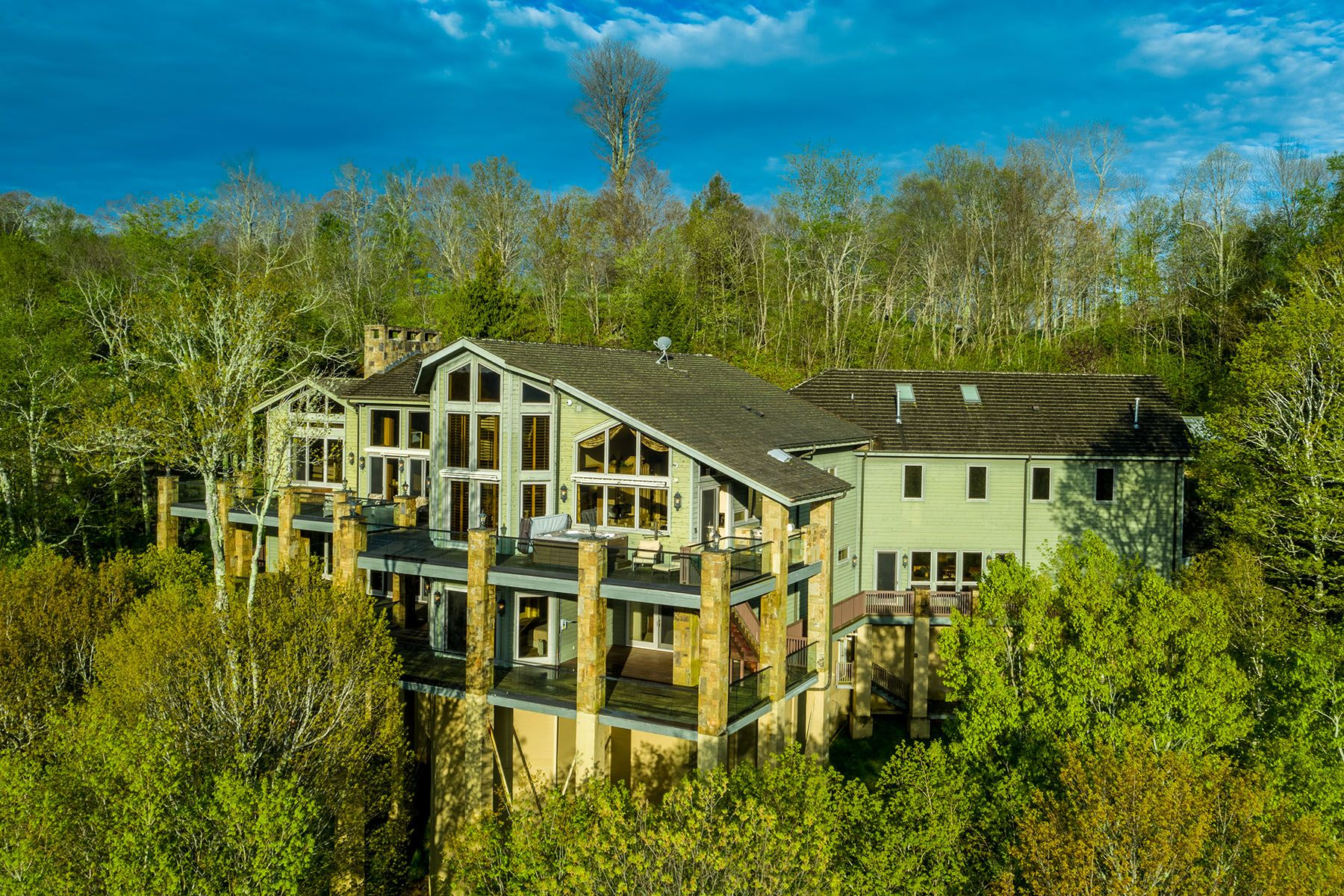 Linville Ridge Estate With Stunning Views Of Grandfather
