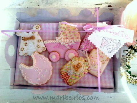 Reconvirtiendo unos envases de cupcakes, en lindas cajas para las galletas