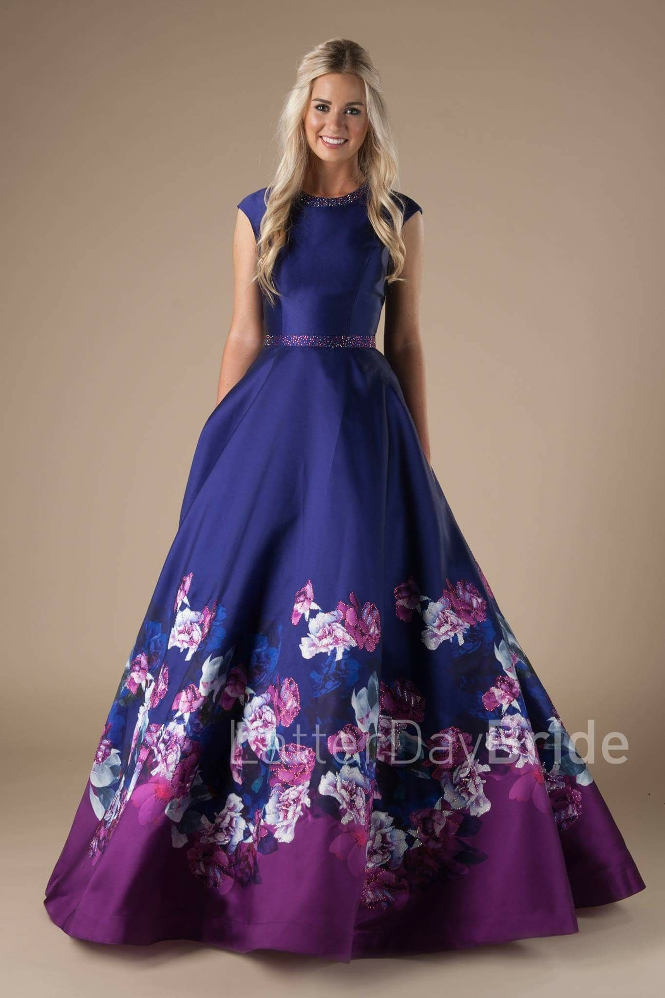 Beautiful dress! \