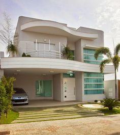 Fachadas de casas com cores claras - off white - super tendência! Veja muito mais fotos, dicas e informações técnicas dessa fachada em Decor Salteado! É só clicar na imagem! ; - )