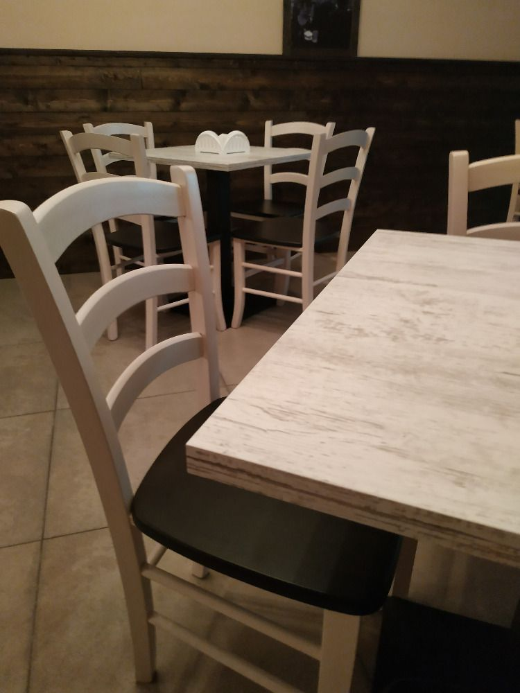 Tavoli Sedie Legno Pizzeria.Fabbrica Sedie Tavoli Per Ristorante Pub Pizzeria Arredi