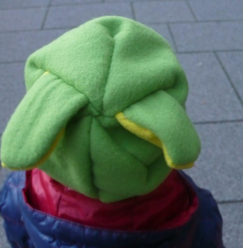 Cappello di pile bicolore fai da te, con orecchie da coniglio on http://psicomamme.it