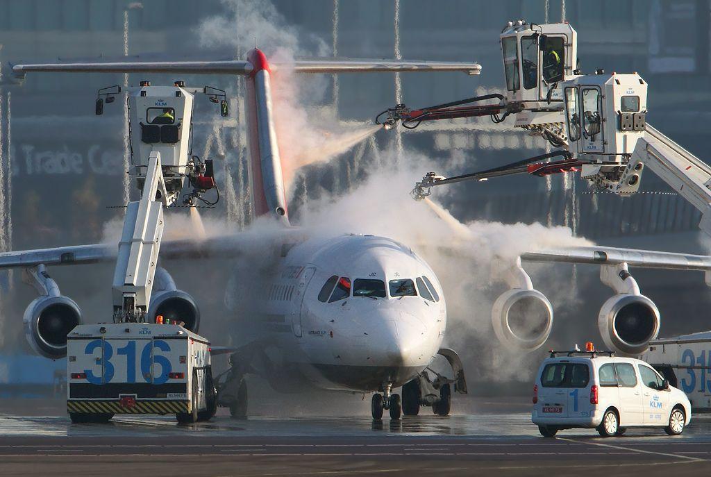 Cityjet Wordt Ge De Iced Op Schiphol Airport
