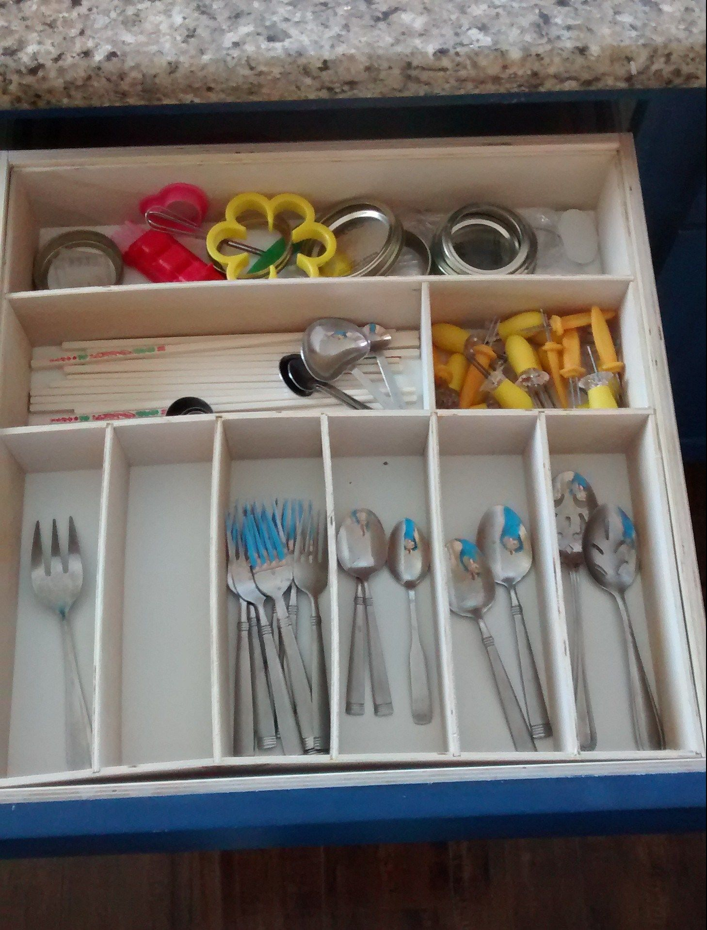 Remodelaholic Removeable Untensil Drawer Organizers (2