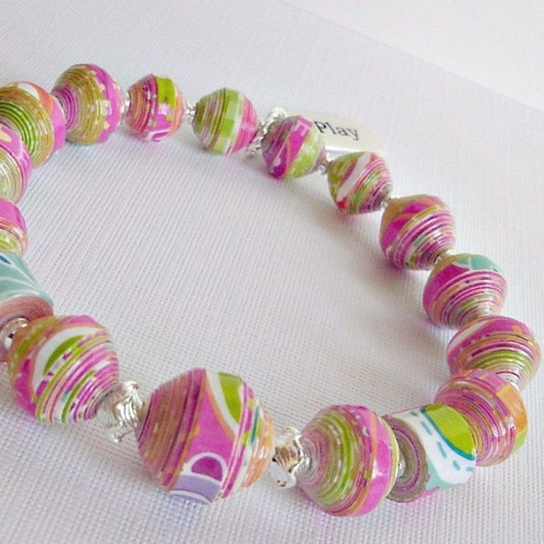 These pink and green paper beads are absolutely gorgeous! Beautiful necklace to craft!
