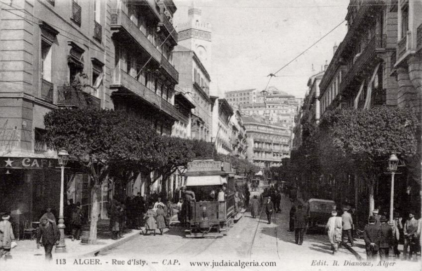 Alger Rue D Isly Vue Tres Ancienne Avec Un Tramway Ancien Et En Arriere Plan Un Vehicule A Chevaux Alger Photos Histoire Algerie