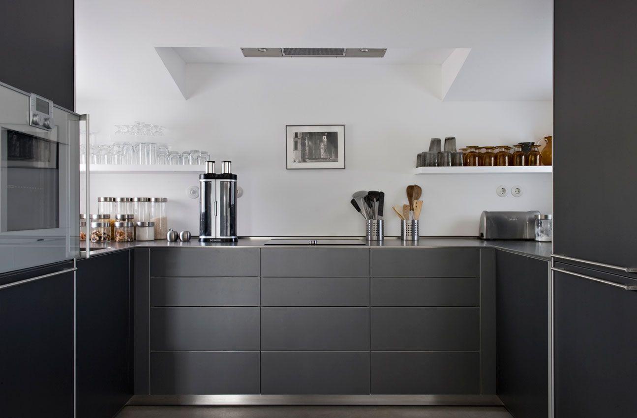 Modern kitchen on the Portuguese coast by Vera Iachia