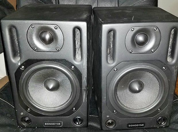 Style Of Selling this used pair of Sonodyne Monitors Test A ok and sound great Priced to move These are known as the poor man s Dynaudio Speakers - Model Of sound monitor Amazing