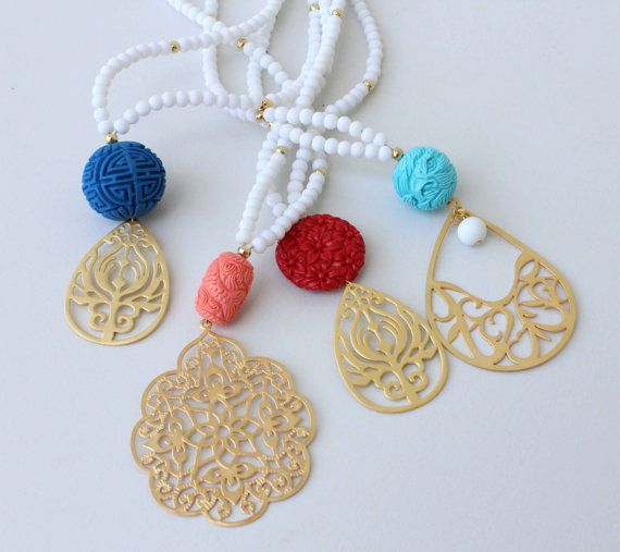 Lange Halskette weiß und Koralle Beaded von lizaslittlethings
