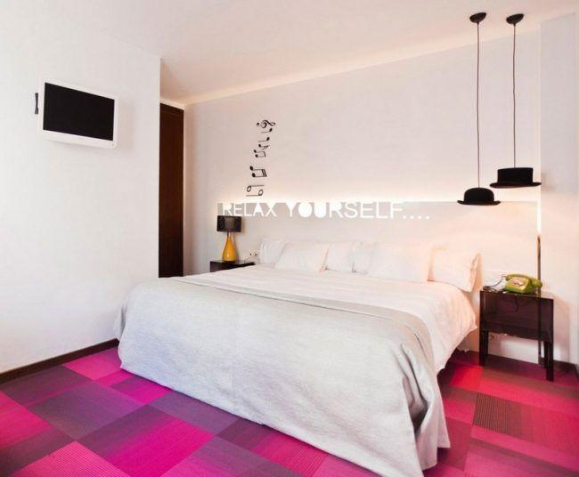 Schlafzimmer Teppichboden ~ Schlafzimmer ideen weiss teppichboden karo muster innenräume