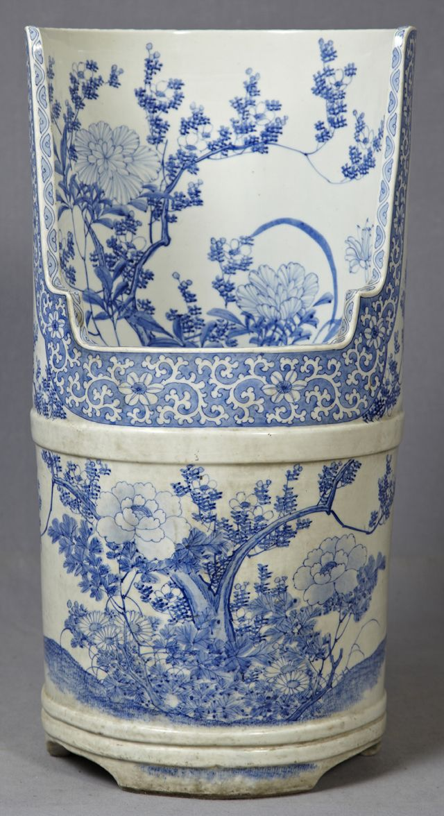 Blue and White Porcelain Stand,with floral decoration.