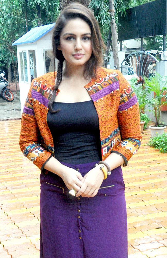 Huma Qureshi Flaunting Cleavage In Sexy Blouse