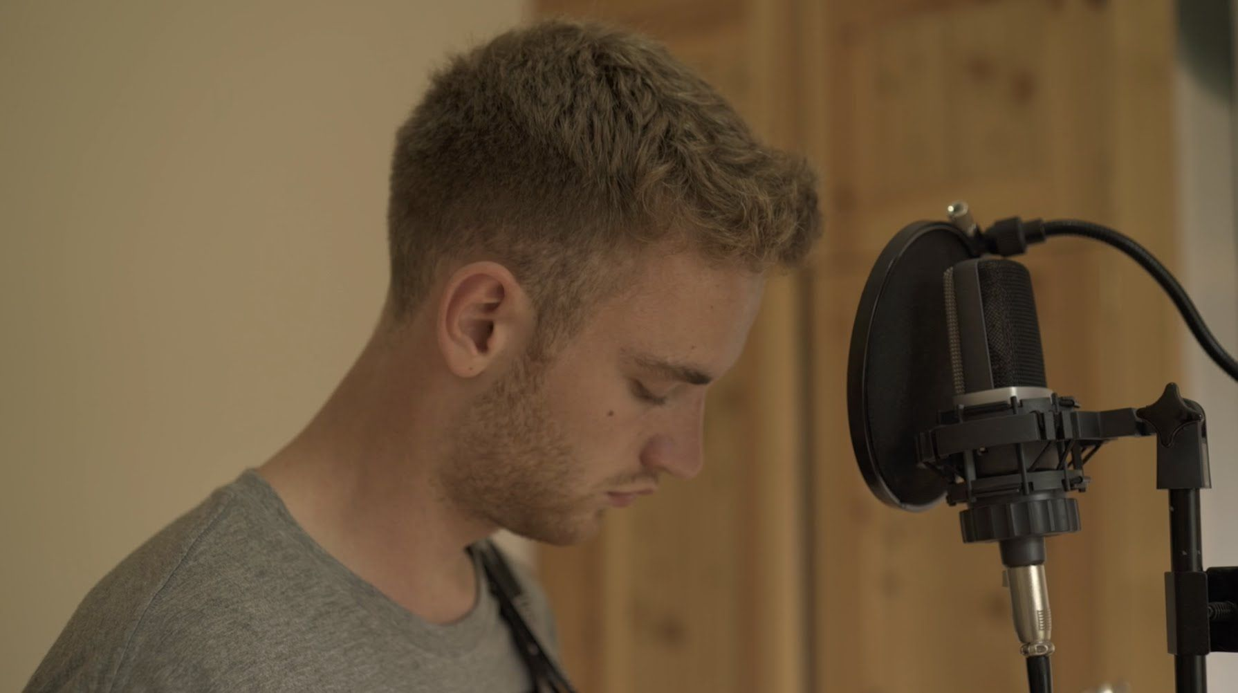 Tom Misch - Watch Me Dance (Acoustic Session) | Indie Life | Tom