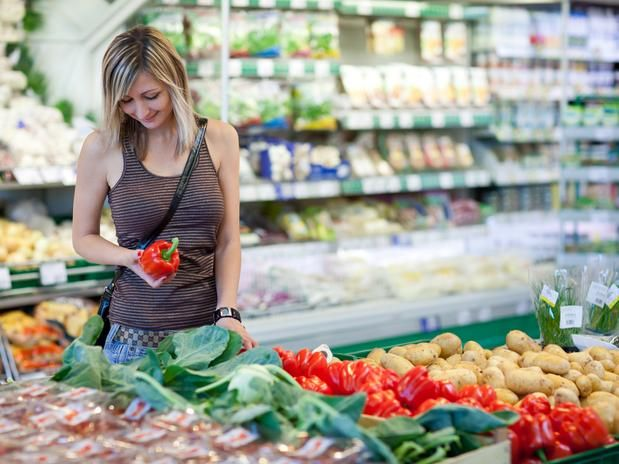 O mercado tem potencial ainda para muito crescimento. Segundo uma pesquisa recente, menos de 5% da população sabem o que são alimentos orgânicos e quais seus benefícios, afirma Sylvia http://economia.terra.com.br/vida-de-empresario/venda-de-organicos-cresce-20-ao-ano-e-gera-oportunidades,d8539a4090f84410VgnVCM3000009af154d0RCRD.html  foto: Shutterstock