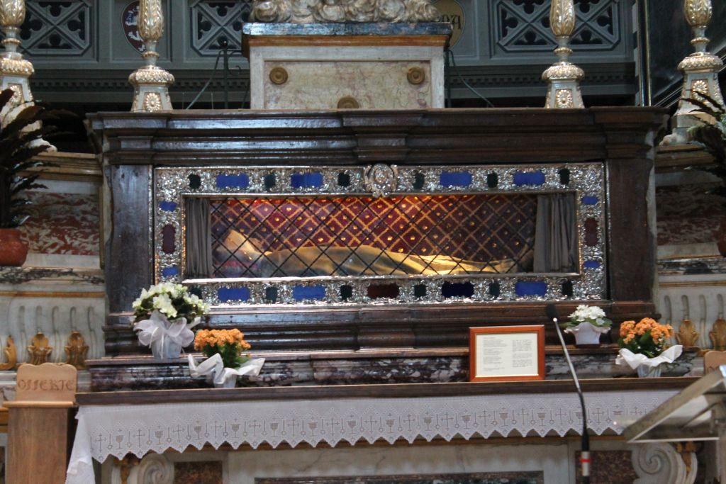 The City´s patron Santa Margherita - her actual bones on display at the church