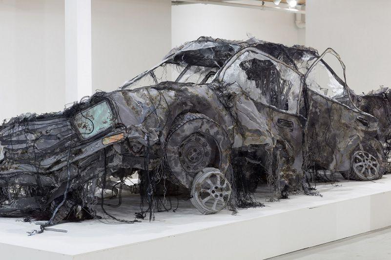 Une Voiture démolie Grandeur nature en Textile de Jannick Deslauriers | Grandeur nature, Art mur, Les arts
