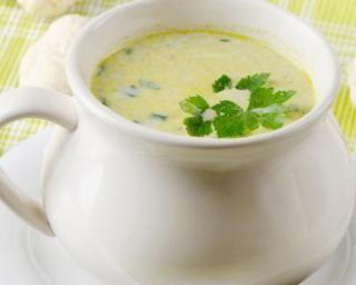 Soupe au chou, céleri et carottes au persil