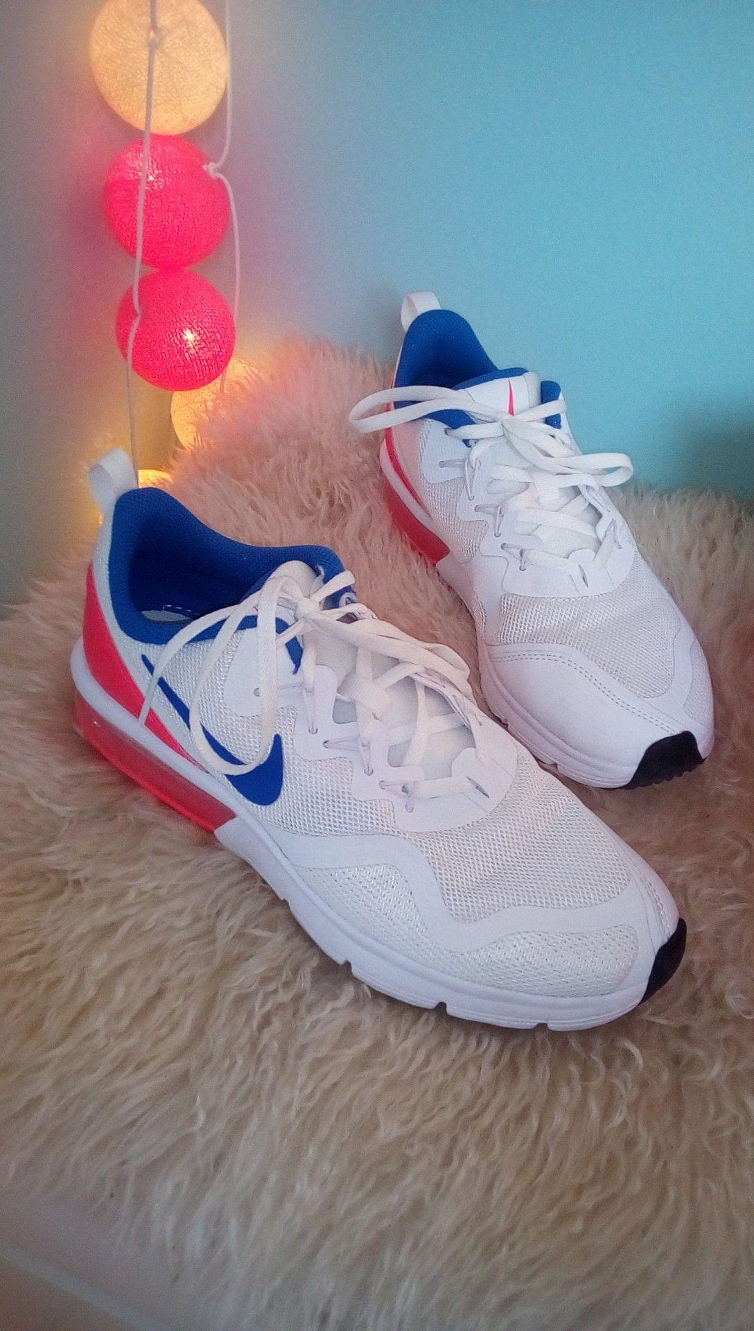 chaussure nike bleu blanc rouge