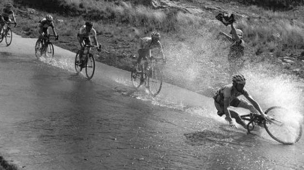 Wet, wet, wet – Cycling in the rain | Cycling race, Bicycle race ...
