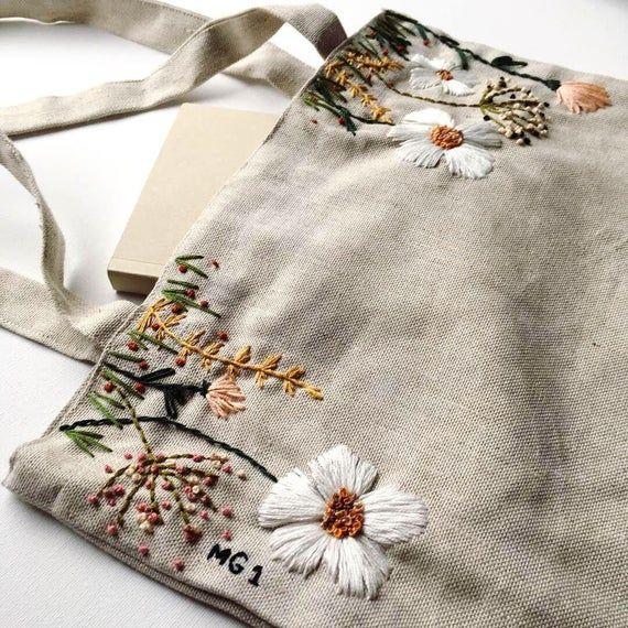 Sac fourre-tout en lin floral brodé à la main / fourre-tout de broderie à la main moderne / sac d'épaule cousu à la main / sac fourre-tout en lin floral coloré   – knit sewing crochet