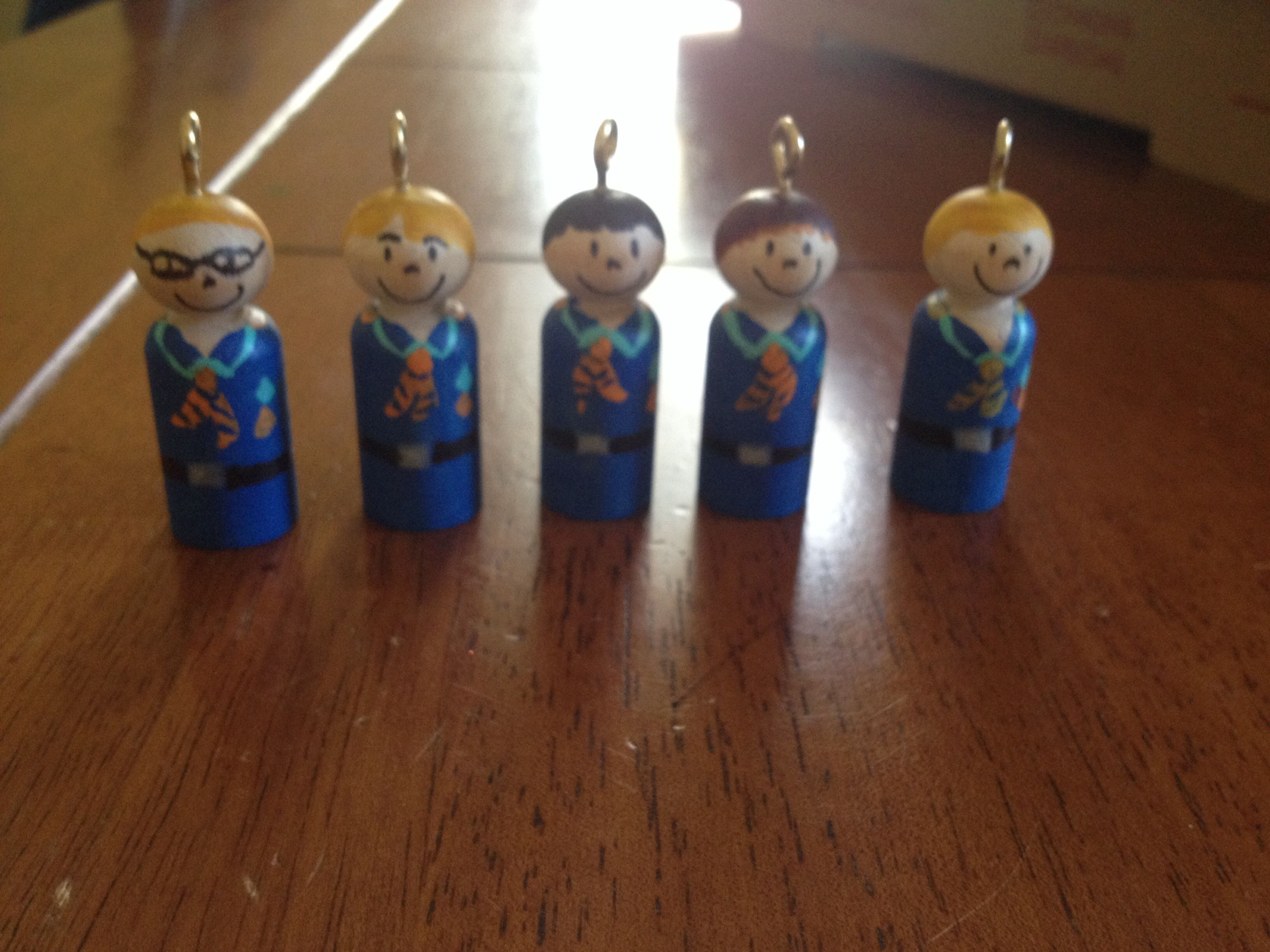 Cub scout peg doll ornaments peg people pinterest for Cub scout ornament craft