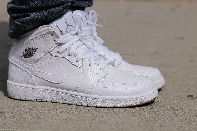 1 Whitewhite Feet Mid Air Jordan Look On 1wv6ARxq5