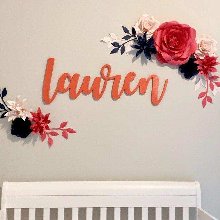 Decoración personalizada de la pared del vivero - decoración de la pared de las flores de papel en rosa - signo de la guardería personalizada #largepaperflowers
