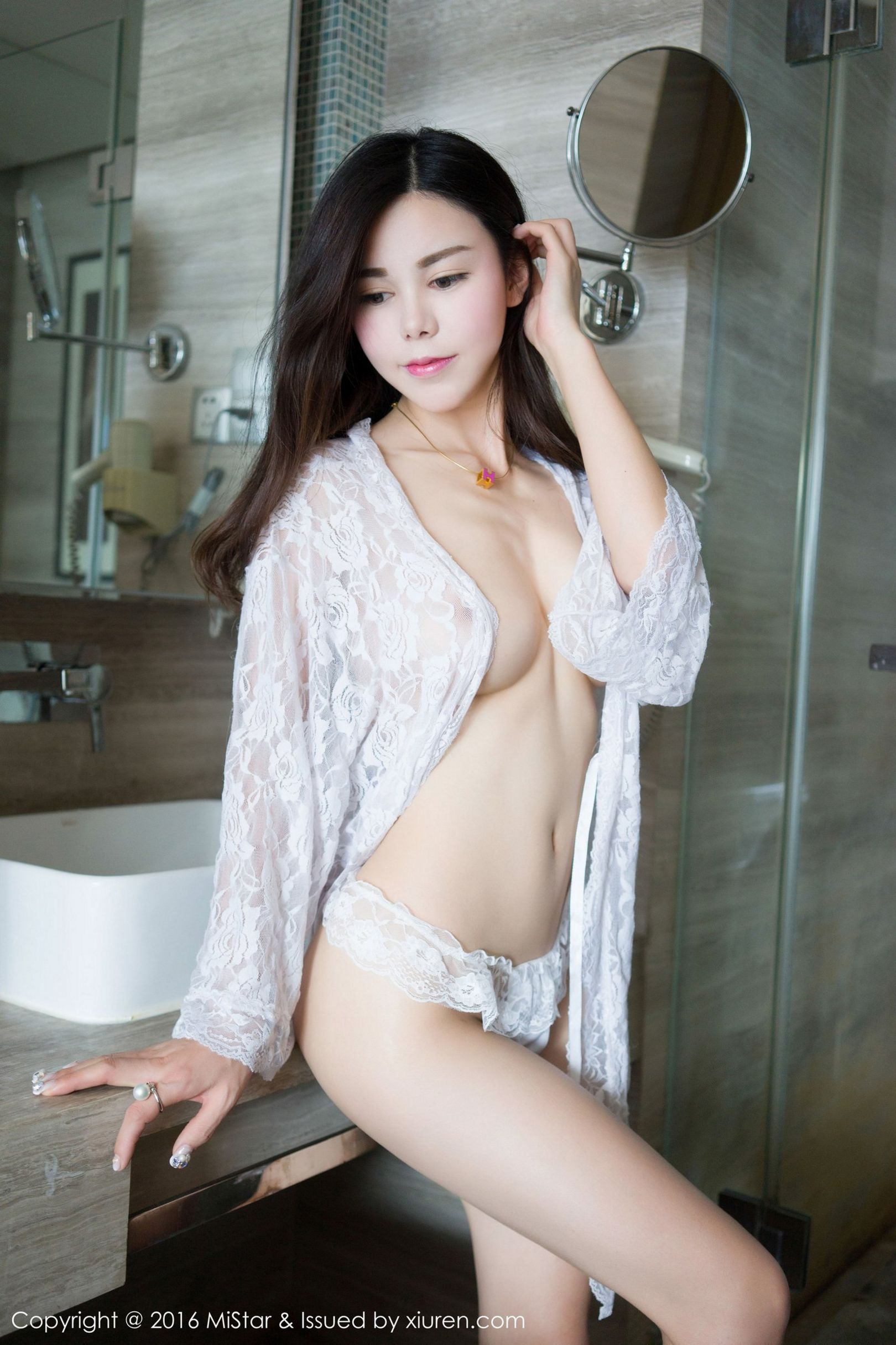 Beautiful chinese nude model li zixi get bondage sex with photographer