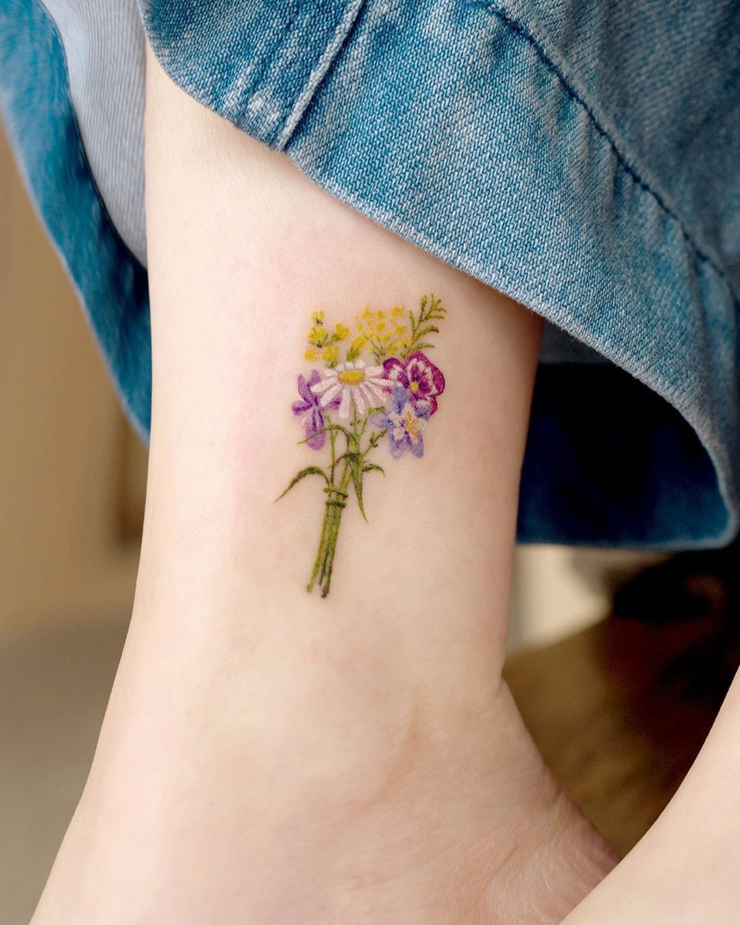 The Best Daisy Tattoo Ideas and Meaning in 2020 Daisy