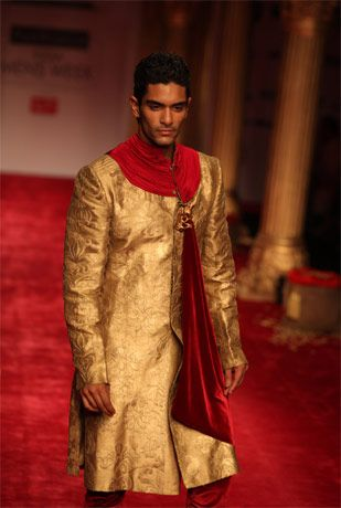A Model Walks The Ramp During Shantanu Nikhil Show In The Van Heusen India Men 39 39 S Week In New