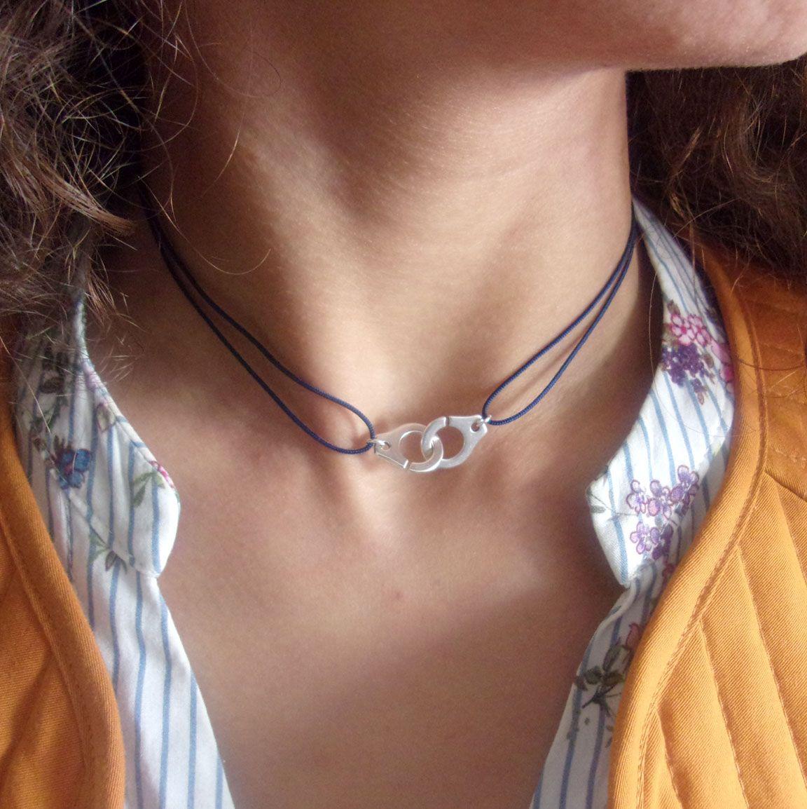 Collier minimaliste et cordon fin   Fashion bracelets, Minimalist ...