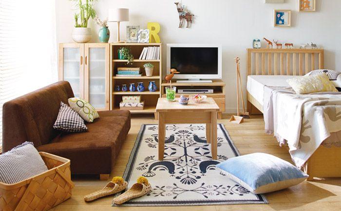温もりのある木の家具が優しいリビングルーム インテリア 家具