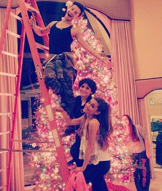 Ariana Grande Christmas Wallpaper: Ariana Grande And Her Family Decorate For Christmas
