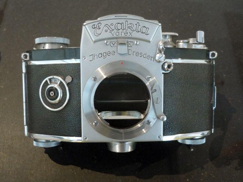 Exakta Varex VX (1953) Prototyp mit variabler Blitzsynchronisation und geteiltem Spiegel, Ihagee Kamerawerk AG i.V. Dresden