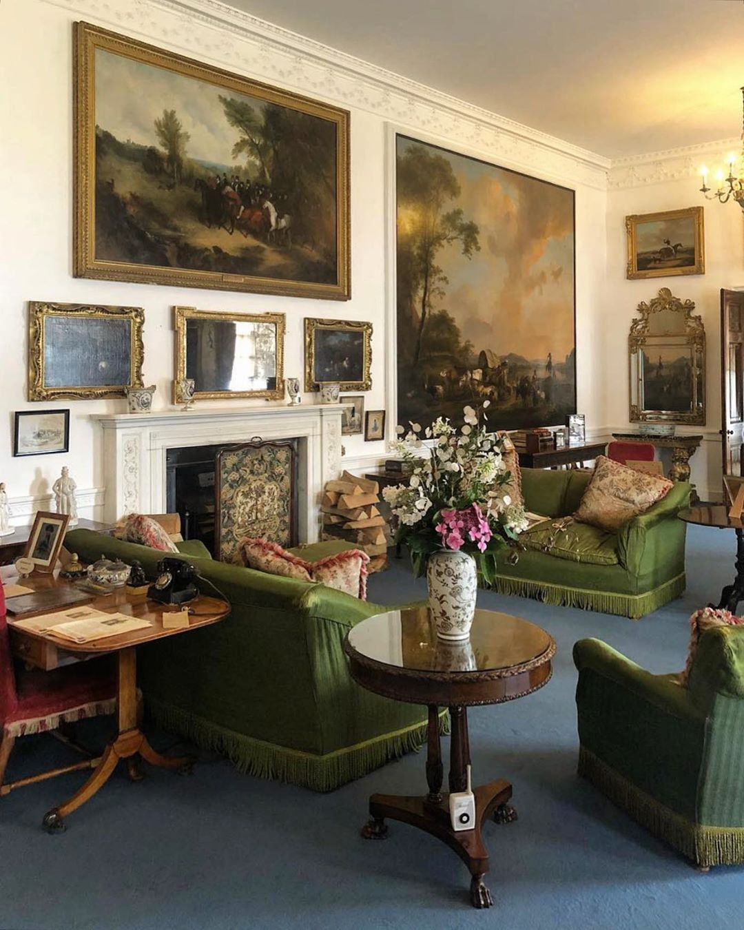 Daniel Slowik On Instagram Green Sofas And Giant Oil Paintings In The Drawing Room At Plas Newedd Courtesy Of Willelc Interiors In 2020 Interior Decor Green Sofa