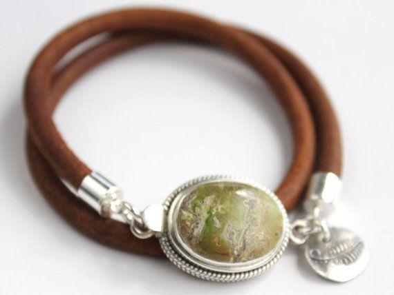 Cette superbe Gaspéite naturel et cuir argent sterling enveloppement bracelet en automne et couleurs vacances ferait un cadeau de vacances.