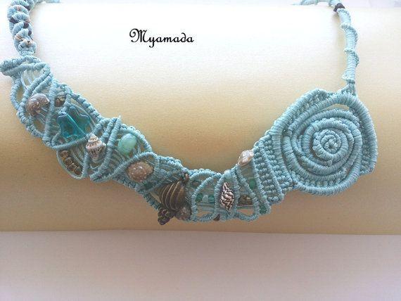 He encontrado este interesante anuncio de Etsy en https://www.etsy.com/es/listing/236011883/summer-micromacrame-necklace-free