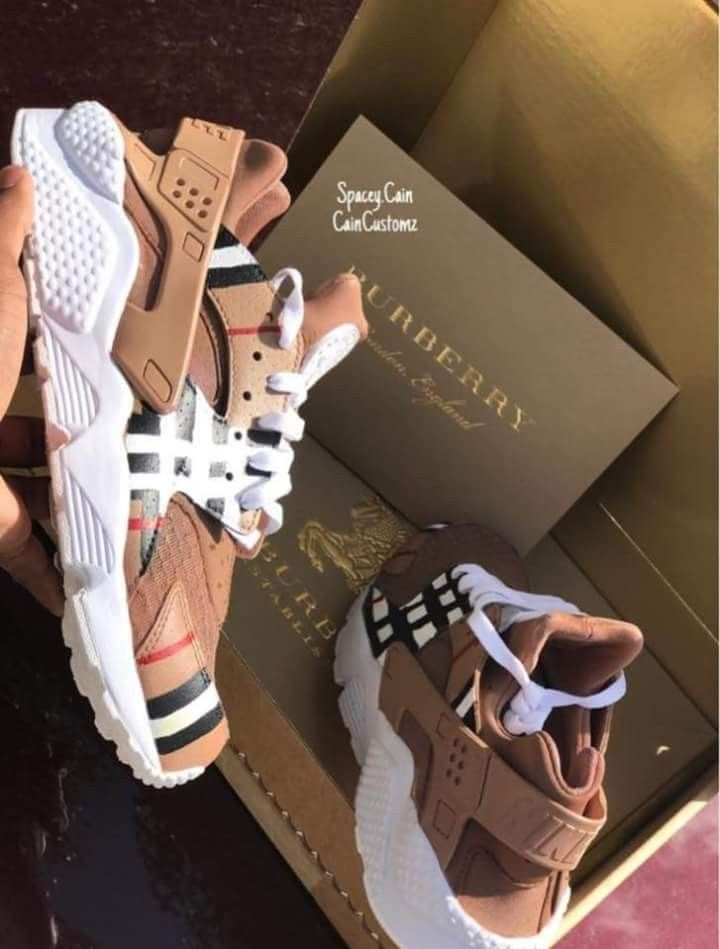 separation shoes 307f0 5e6c0 Pin by Kaya Schwartz on shoe game   Burberry shoes, Sneakers, Shoes