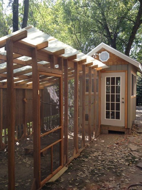 I Like This Chicken Coop You Can Walk In And Easily Clean Things Up The Girls Have A Nice Preda Walk In Chicken Coop Chickens Backyard Chicken Coop Designs