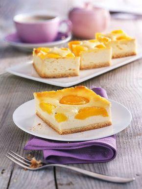 Saftiger Käsekuchen – erfrischend sommerlich und himmlisch lecker mit Aprikosen und Zitrone! #Käsekuchen #Kuchen #Quark #Aprikosen #Marillen #Zitrone #Rezept #Backen #DiamantZucker