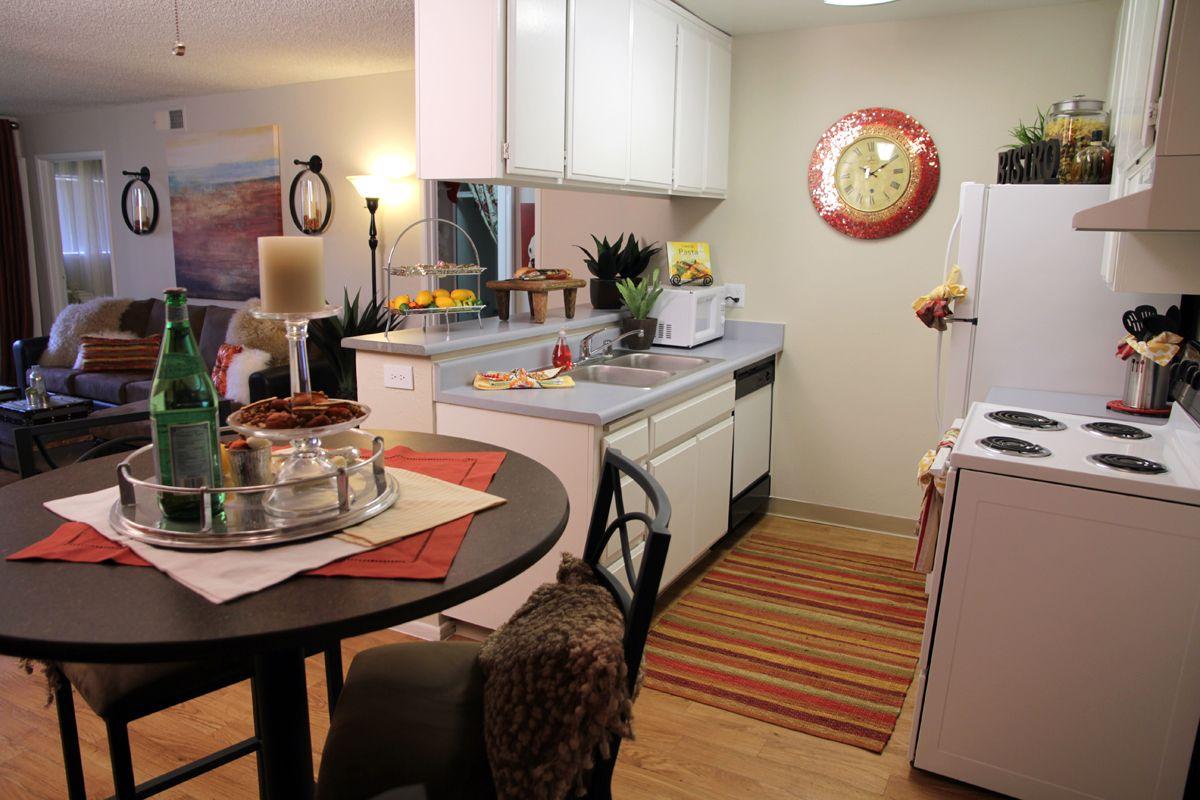 Campus Edge Apartments Fresno Ca Dining Area And Kitchen Apartment Communities Apartment Dining Area