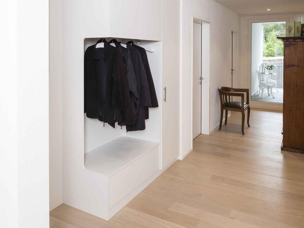 garderobenschrank visitenkarte im eingangsbereich alpnach