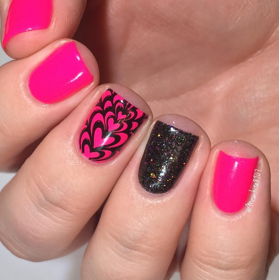 Fun PINK nails!! I used: @pipedreampolish On The List and Empyrian @paintedpolishbylexi Midnight Mischeif @joliepolish jumbo stamper @shoploveangeline Topped With Love topcoat @bundlemonster Sloteazy plate @minimanimoonails Mess No More available at minimanimoo.com Tutorial up later #prsample #pipedreampolish #joliepolish #bundlemonster by mrswhite8907