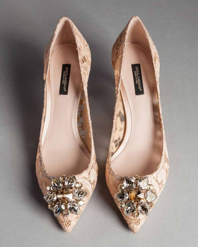 c96f61efa91 Dolce   Gabbana TAORMINA LACE BELLUCCI PUMPS WITH BROOCH - Shoes Post