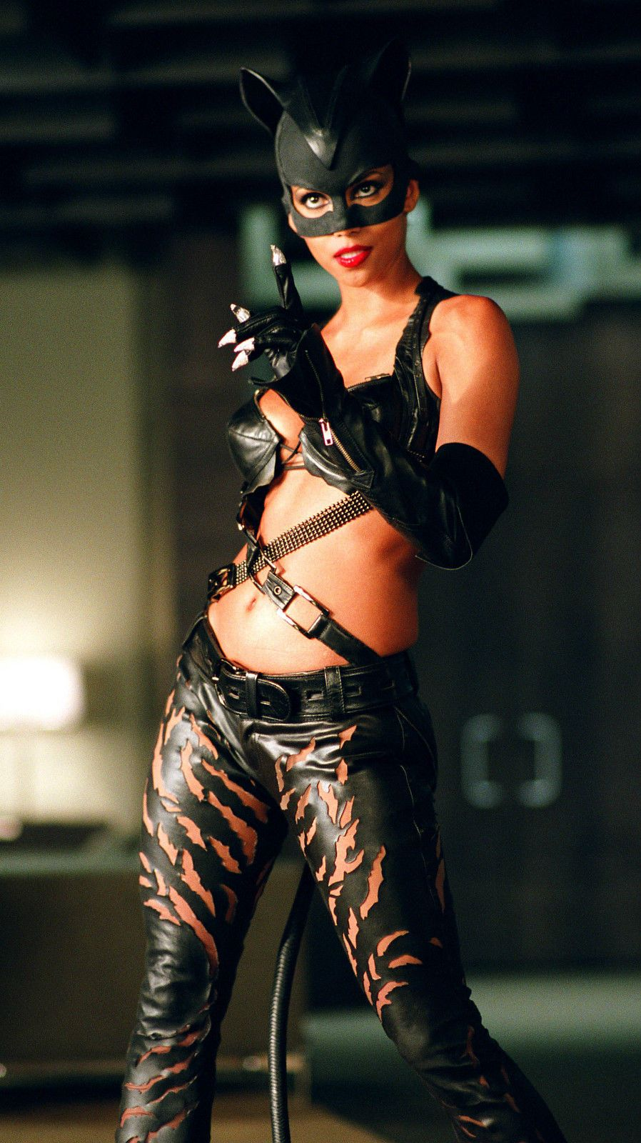 Halle Berry as Catwoman | Catwoman halle berry, Cat woman ...