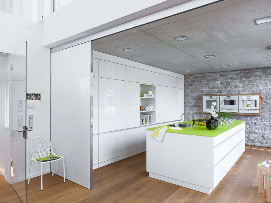 Offene Küche in Weiß Kitchens, Spaces and Interiors