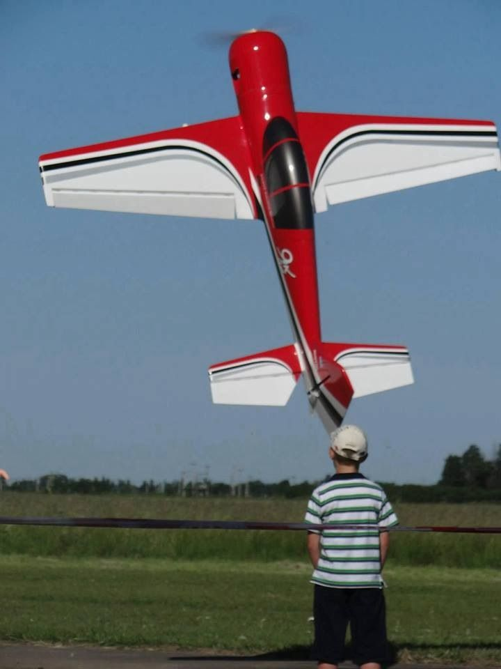 8yr old kid hover a giant scale aerbatics rc plane RC Aircraft