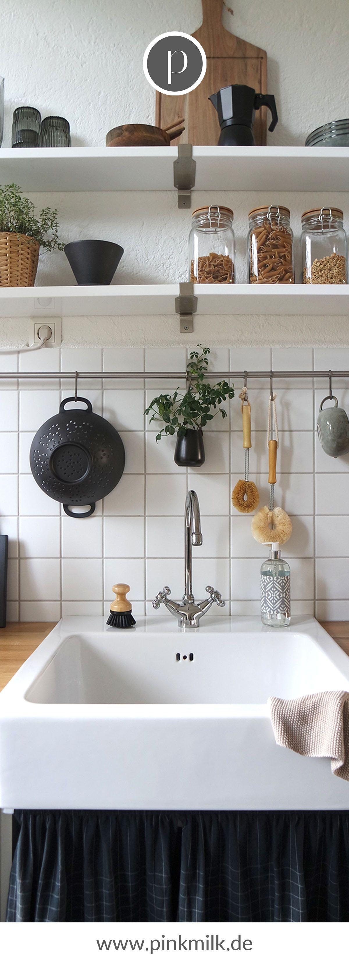 Deine Küche im skandinavischen Stil! Diese tolle Küchenausstattung und vieles mehr findest Du bei uns im Shop. Lass Dich inspirieren und gestalte Deine Küche im Scandi Chic. #küche #skandinavisch #scandichic #ideen #inspiration #geschirr #deko #decorationequipment